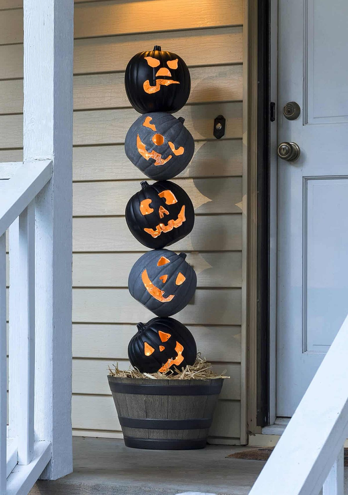 Lighted Pumpkin Topiary for the Halloween Front Porch