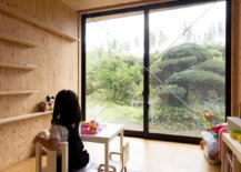 Minimal-playroom-of-the-modern-Japanese-home-with-sliding-glass-doors-78966-217x155