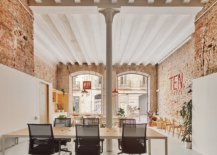 Old-art-shop-in-Spain-transformed-into-a-lovely-home-office-98642-217x155