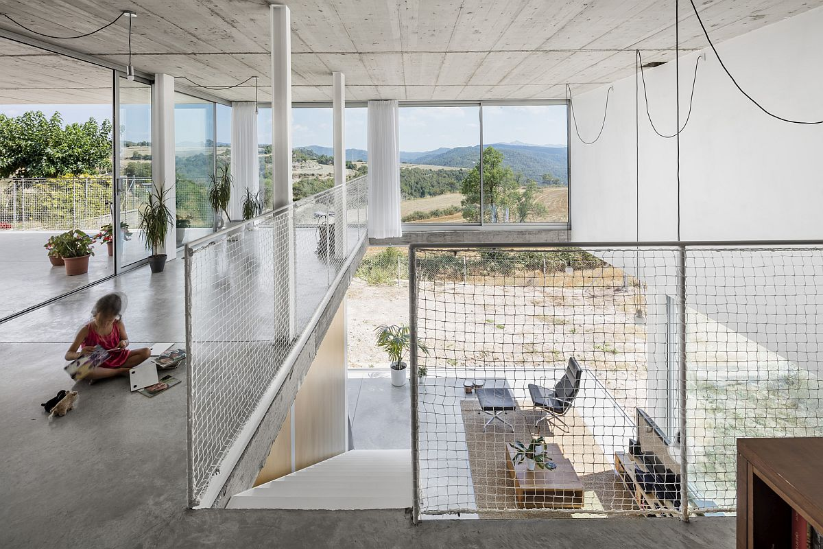 Ramp leading to the upper level of the house with an open and refreshing design