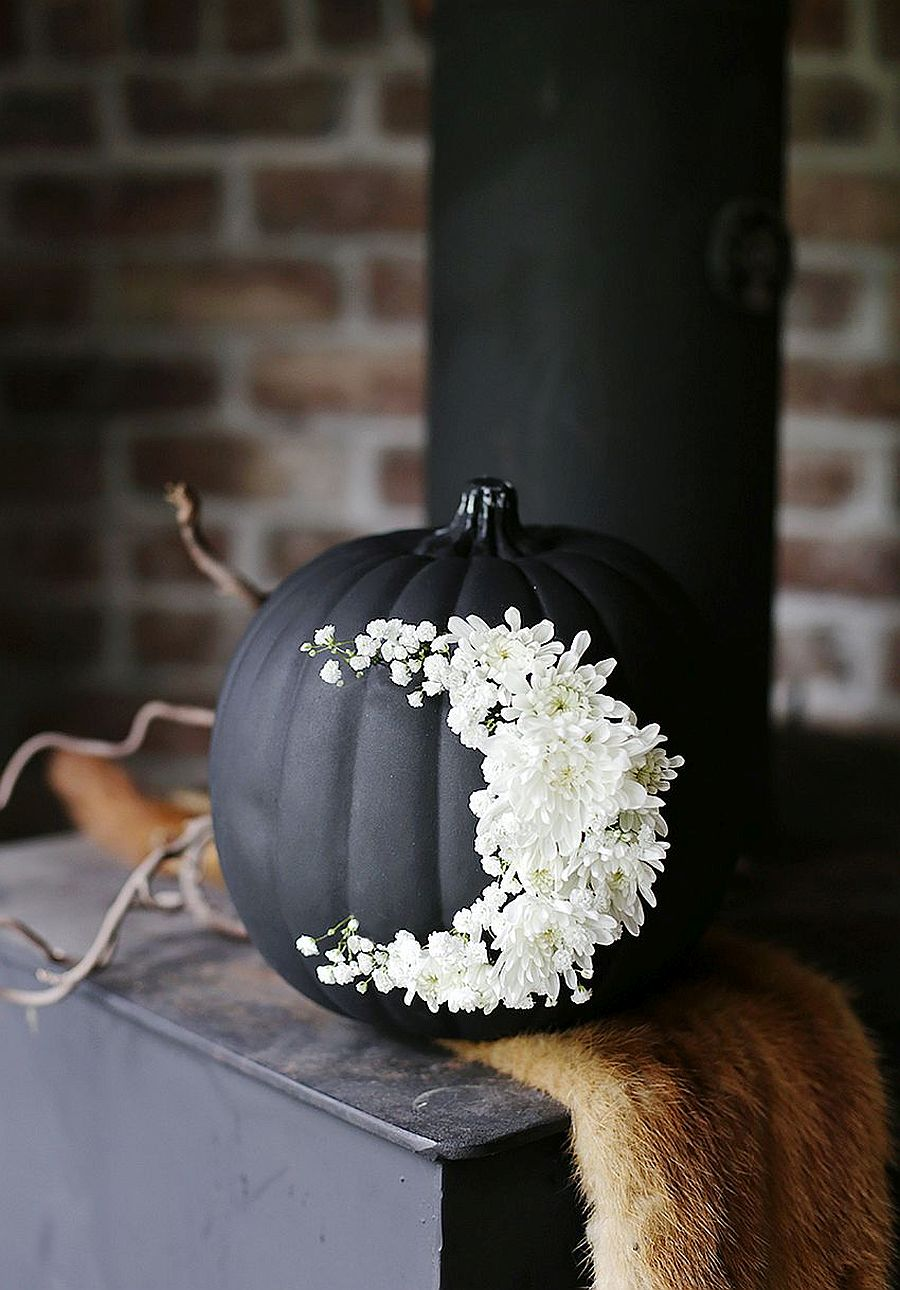 Simple blend of floral pattern along with pumpkin painted black can create a lovely decorative piece for Halloween