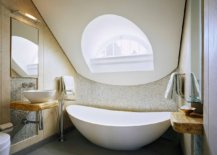 Smart-freestanding-bathtub-fits-into-even-the-smallest-of-bathrooms-with-ease-19839-217x155