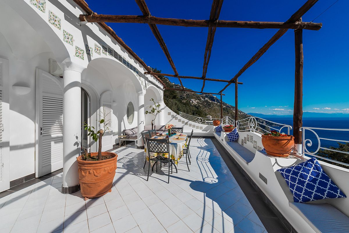 Stunning Tuscan balcony with spectacular views, outdoor dining area and relaxing hangout