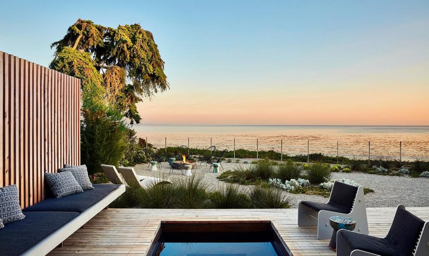 Modern Beach Style Home in Santa Cruz Brings the Pacific Indoors