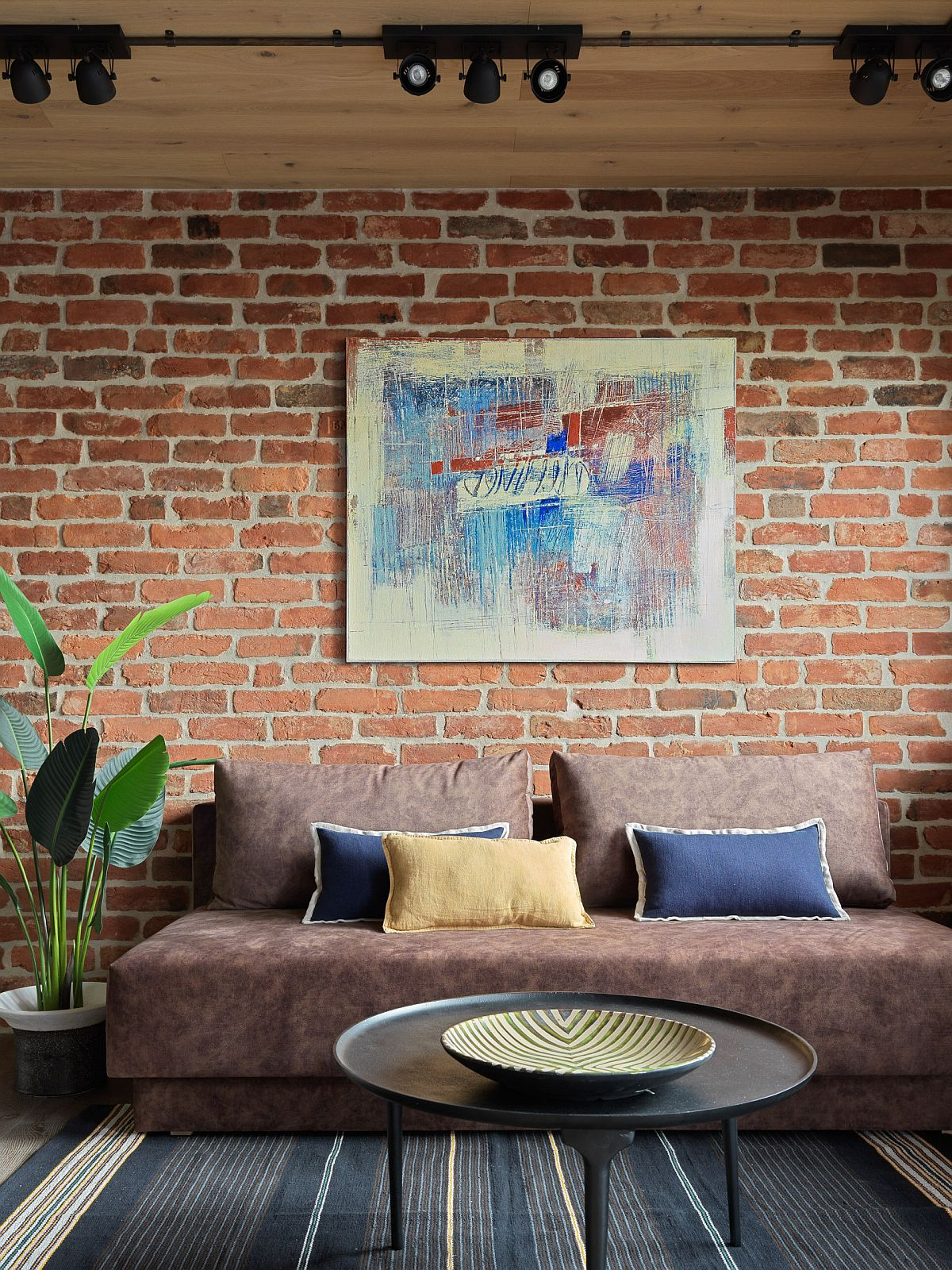 Texture-filled living room with a brick wall in the backdrop can still look stylish and modern
