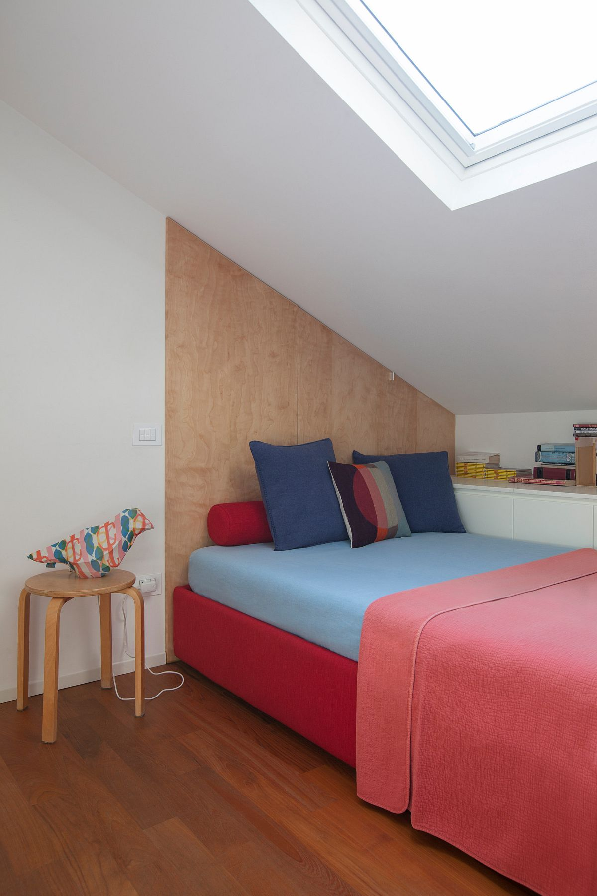 Tiny-white-and-wood-bedroom-with-skylight-and-bright-pink-bedding-45142