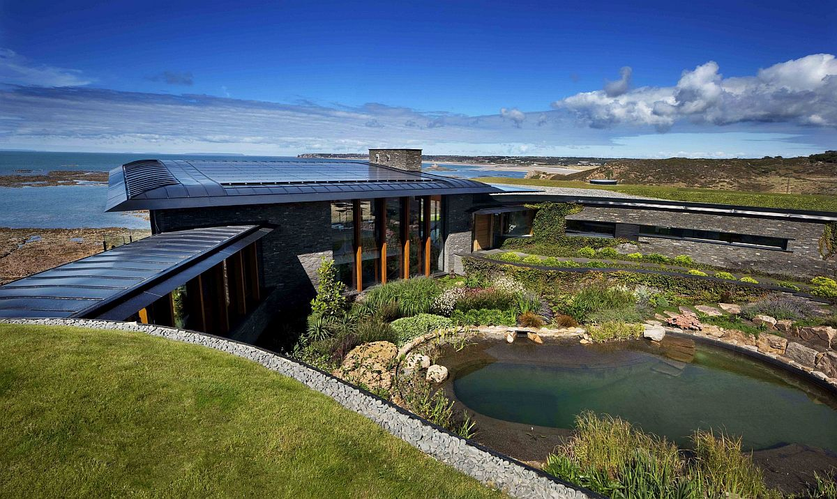 Two houses and a fabulous natural pool provide a captivating window into coastal life