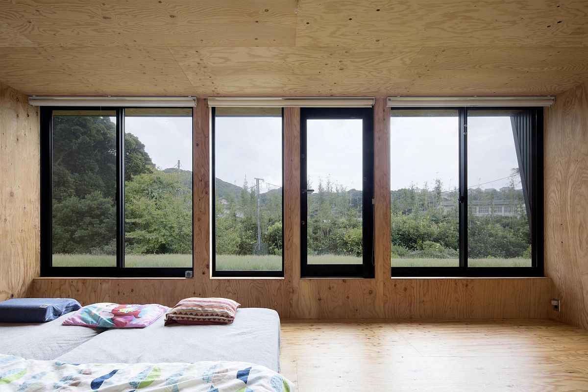 Upper-level-bedroom-of-the-innovative-and-adaptable-Japanese-home-24051