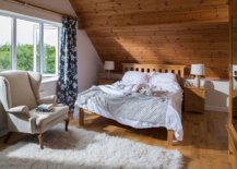 Combine-woodsy-charm-of-cabin-style-with-coastal-elegance-in-the-bedroom-36113-217x155