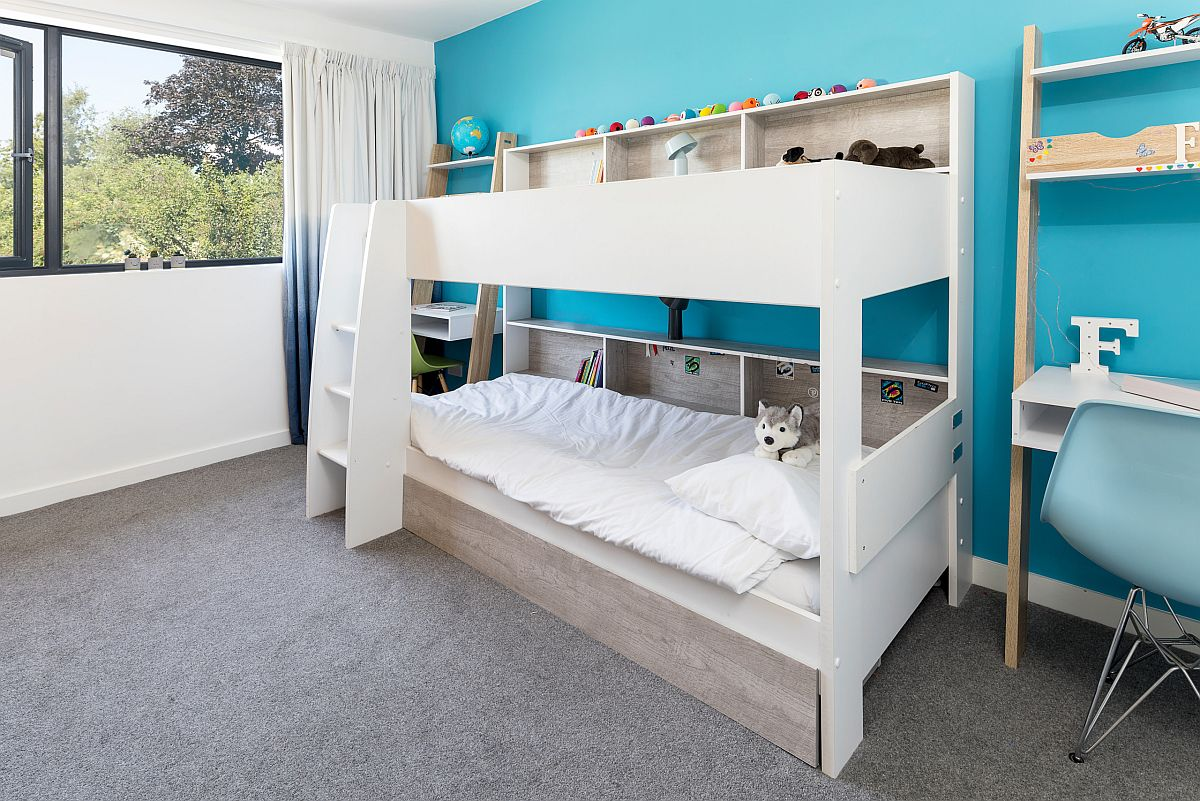 Custom bunk bed deisgn is an idea that can be replicated in the guest bedroom with ease