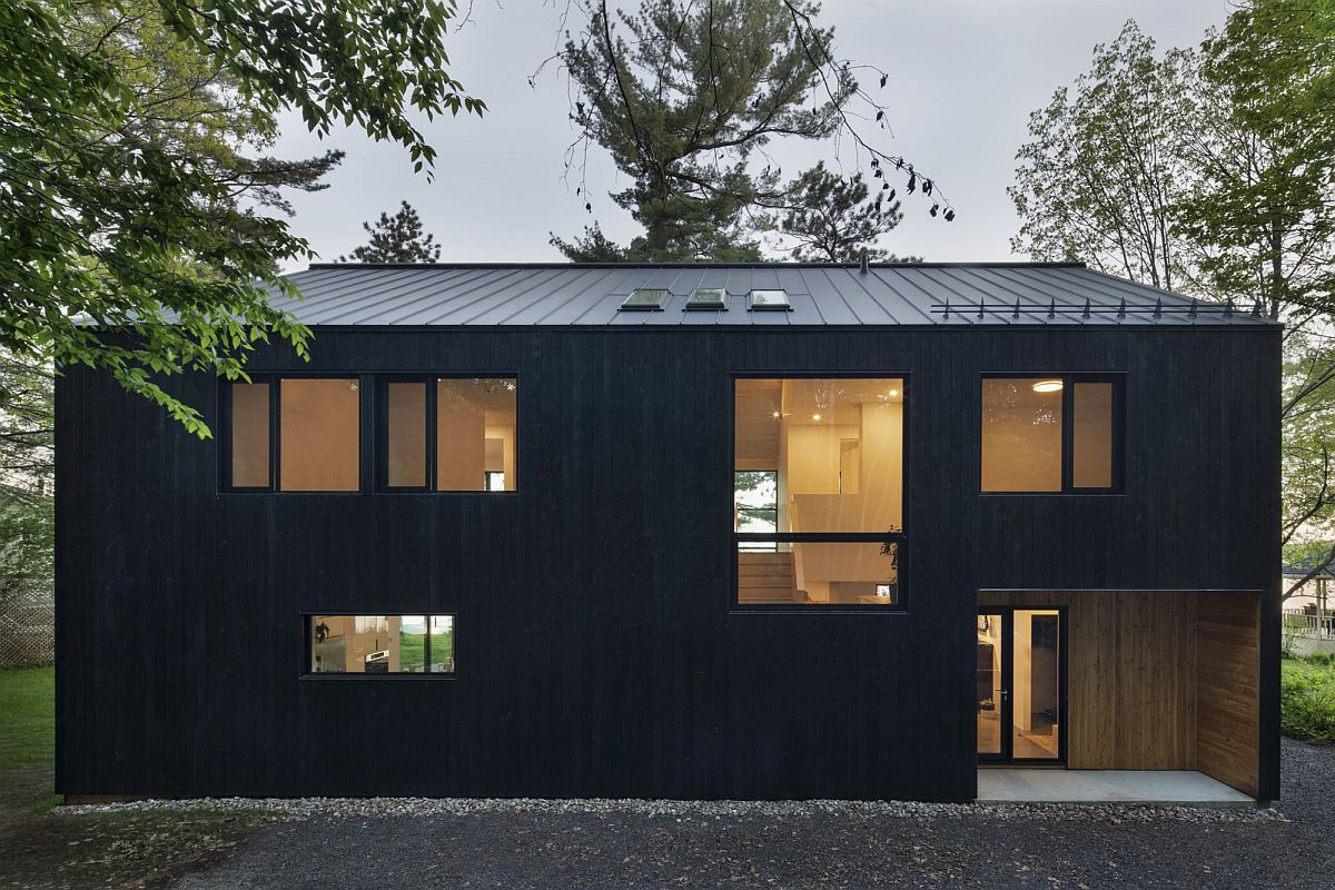Dashing dark exterior of the cabin draped in wood is just perfect for the relaxing natural escape