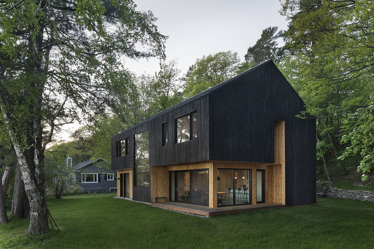 Larch in two different finishes shapes the exterior of the house along with glass