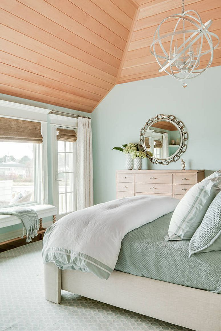 Mix of relaxed beach style and winter vibe in the bedroom