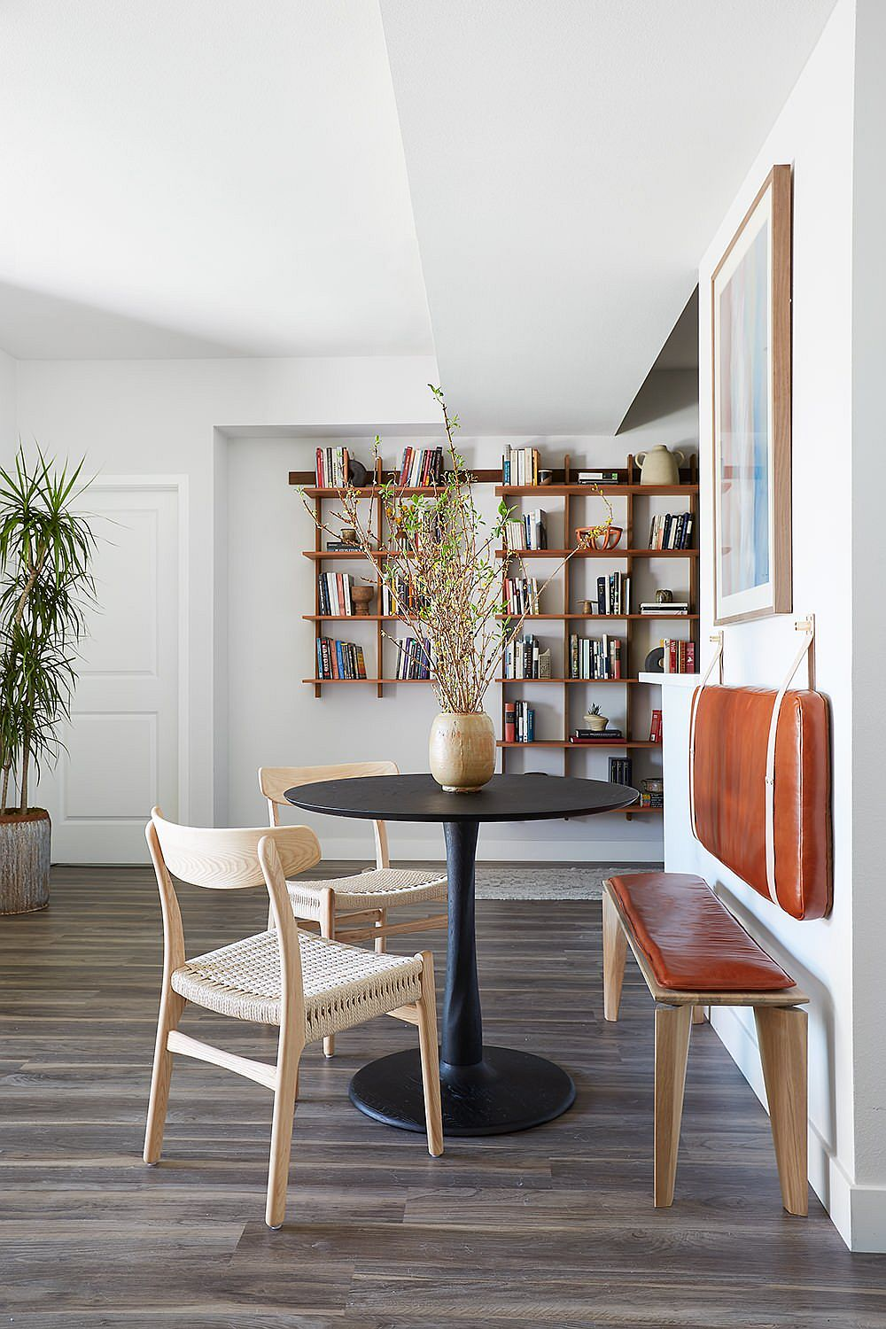 Tiny breakfast nook can be placed pretty much anywhere in the home