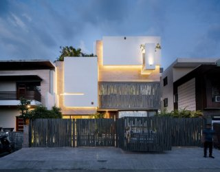 Adaptable Multi-Level Home with Eco-Friendly Design Houses Large Family of 9