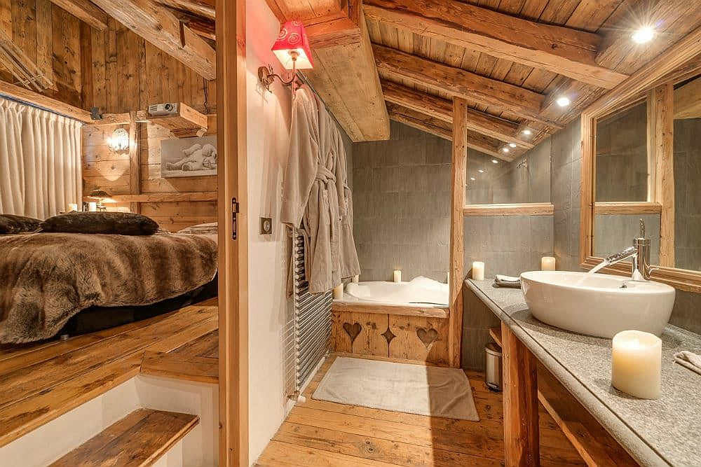 Bathroom-and-bedroom-at-the-Chalet-Le-Rocher-in-Val-dIsere-21180