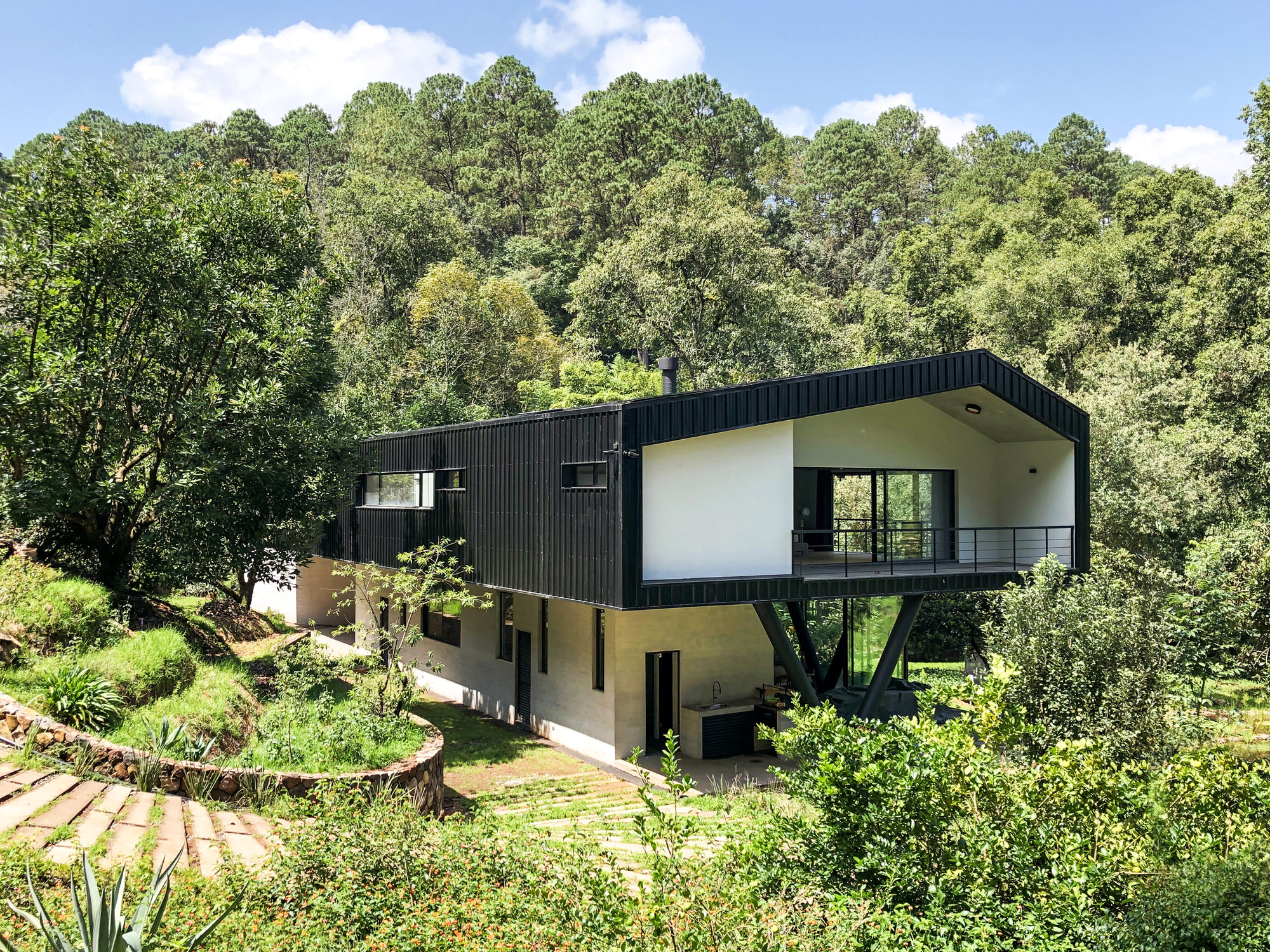 Contemporary home surrounded by lush green forest area in Valle de Bravo, 160 km away from Mexico City