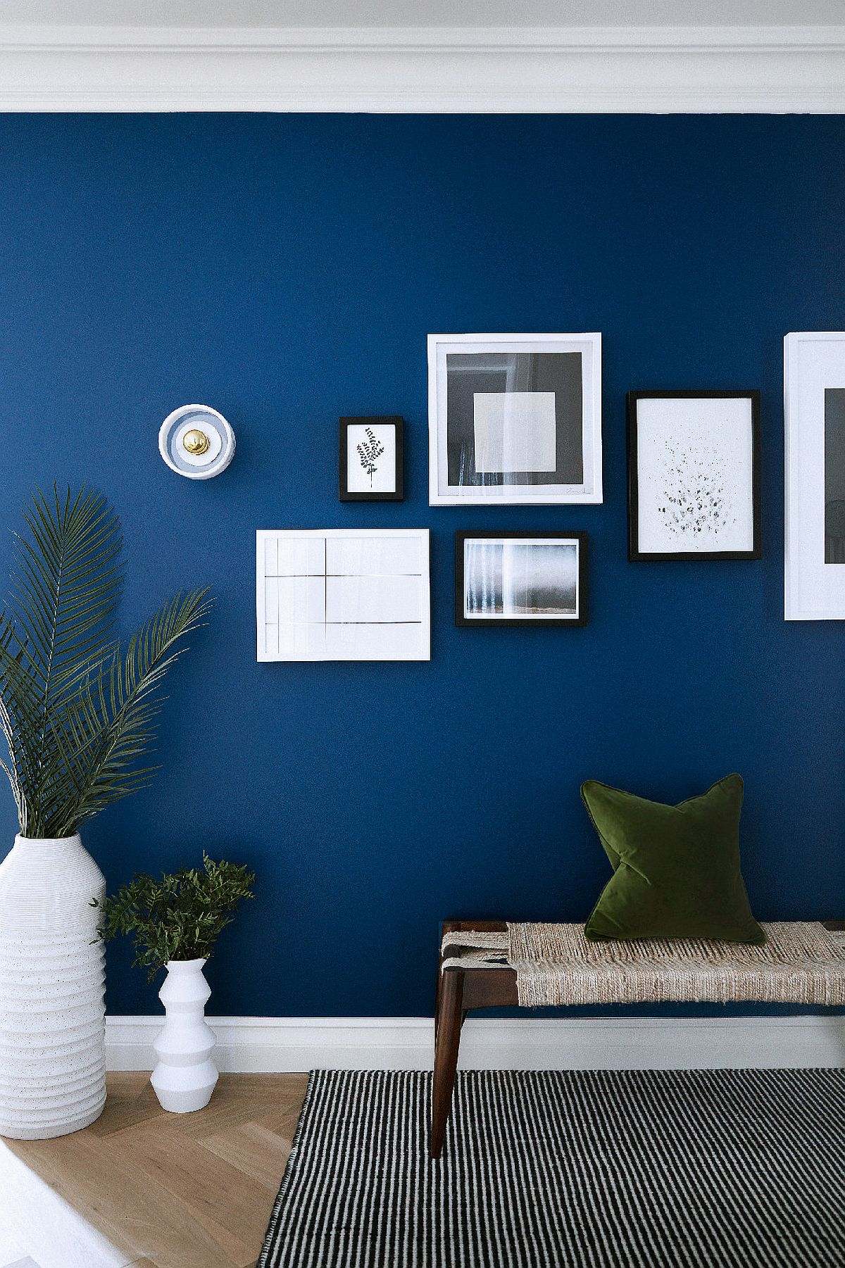 Dazzling-blue-with-white-and-greens-is-the-perfect-look-for-the-winter-living-space-47284