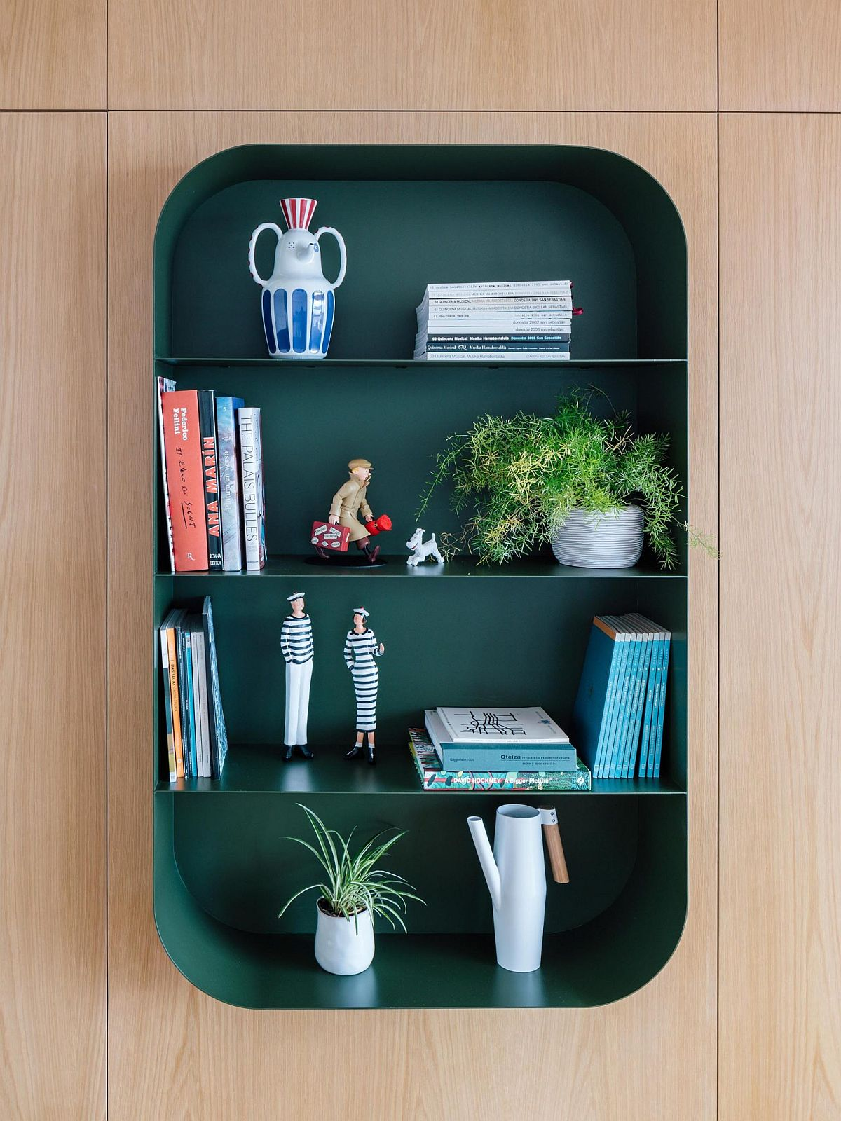 Decorate the modern-classic bookshelf anyway you like!