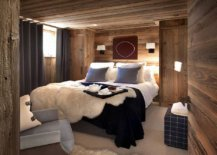 Drapes-and-pillow-colors-bring-dark-bluish-gray-to-the-woodsy-cabin-style-bedroom-84229-217x155