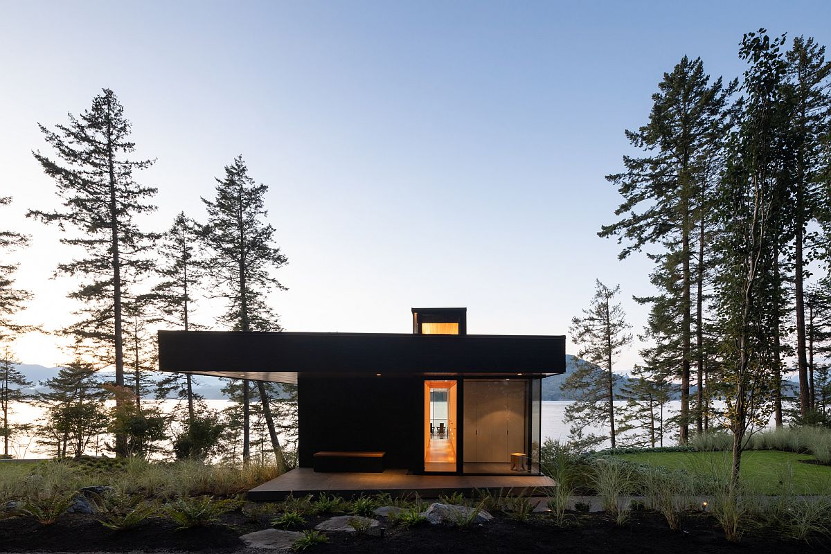 Entry of the Bowen Island House cleverly conceals the spaciou interior that lies on the other side
