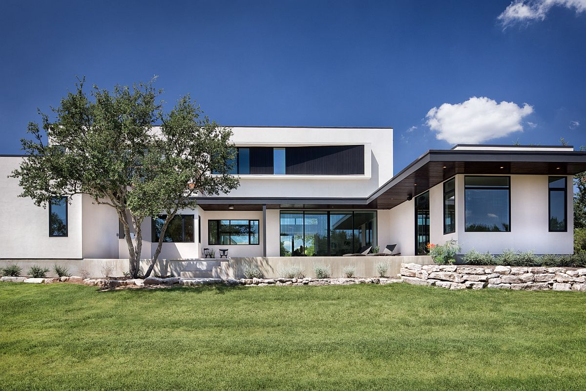 Expansive rear facade of the home in white and glass