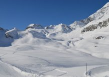 Iconic-la-face-piste-is-always-in-sight-at-the-beautiful-Chalet-Bel-Sol-95565-217x155