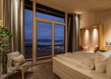Impressive-views-of-the-Norwegian-landscape-from-the-hotel-room-97748-217x155