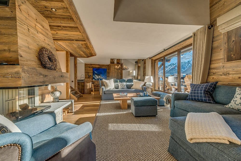 Living room of the gorgeous and luxurious Etoile Filante in the French Alps