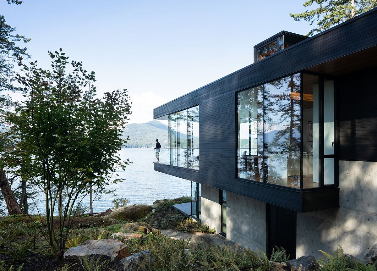 Mesmerizing views meet green design and contemporary comfort at the Bowen Island House