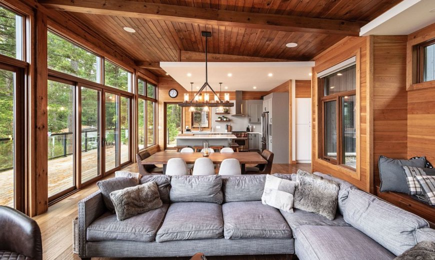 Lakeside Cottage Combines Dramatic Views with Ample Privacy