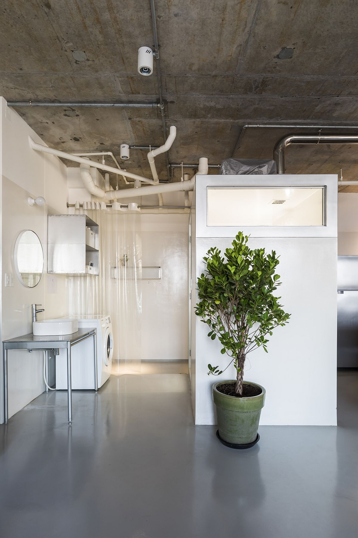 Modern-minimalism-meets-industrial-style-inside-the-gorgeous-apartment-15505