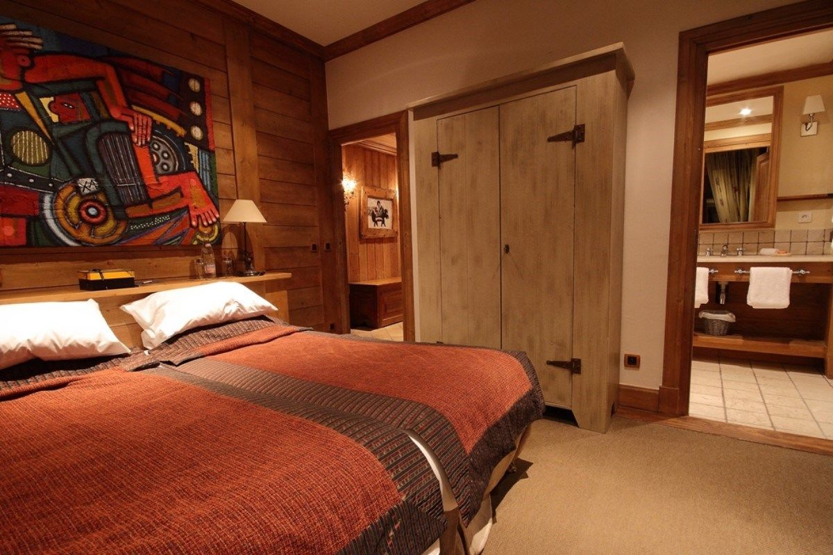 Pops of red enliven the comfortable chalet bedroom