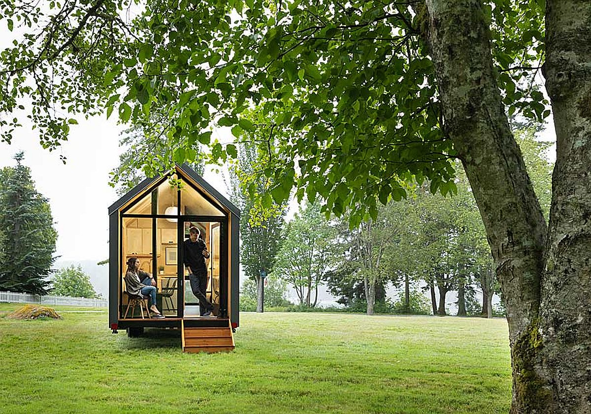 Series of glass walls and windows open up the cabin to the outdoors