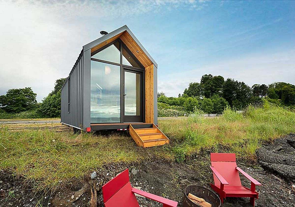Small cabin on wheels can fit into a modest backyard with ease