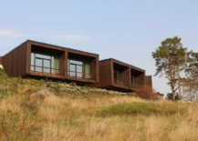 Smart-cantilevered-design-of-the-wooden-cabins-at-the-hotel-68813-217x155