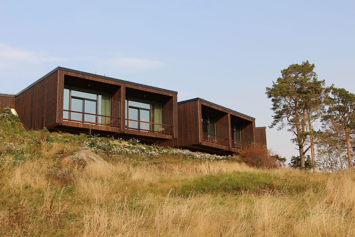 Smart cantilevered design of the wooden cabins at the hotel