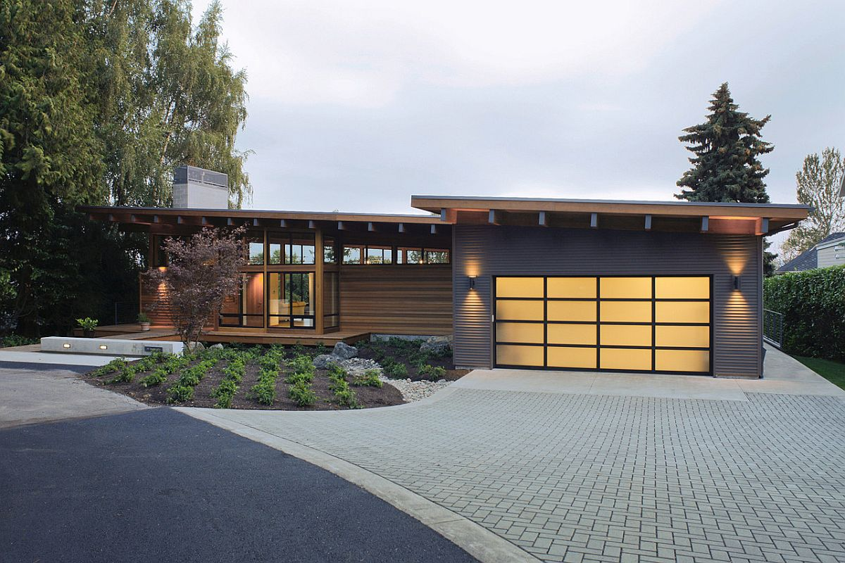 Street facade of the modern and efficient Hotchkiss Residence in Vancouver