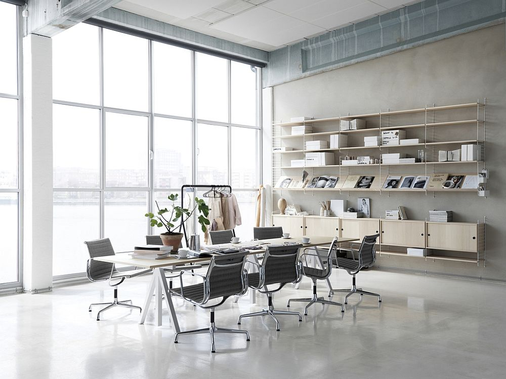 String workspace desk can be used in several dfferent rooms with ease