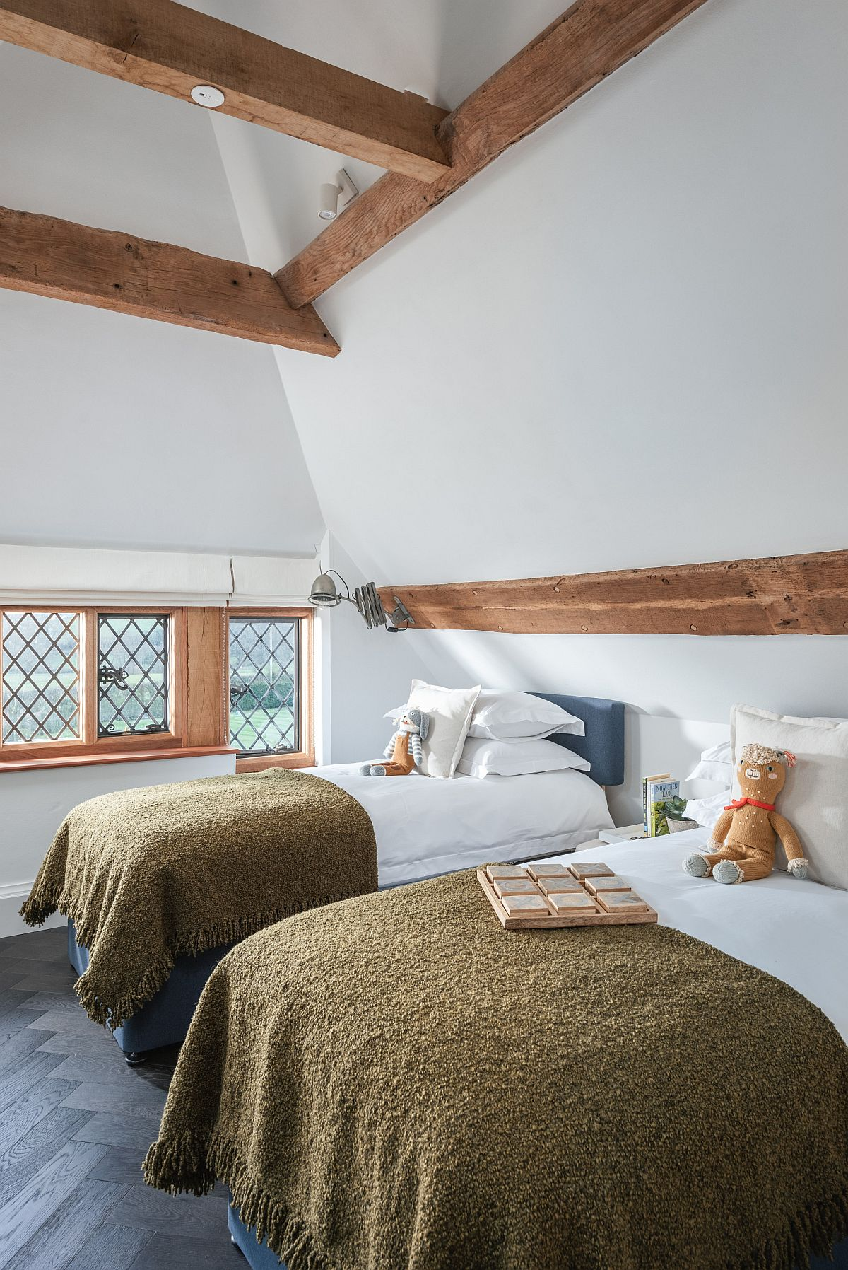 Wooden-beams-provide-warmth-to-this-stylish-bedroom-in-white-92532