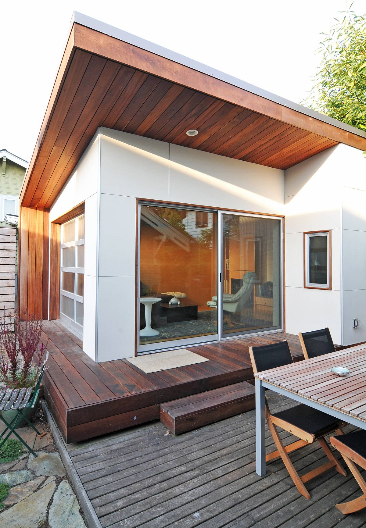 Backyard-office-is-also-a-wonderful-little-refuge-when-you-need-it-to-be-35680