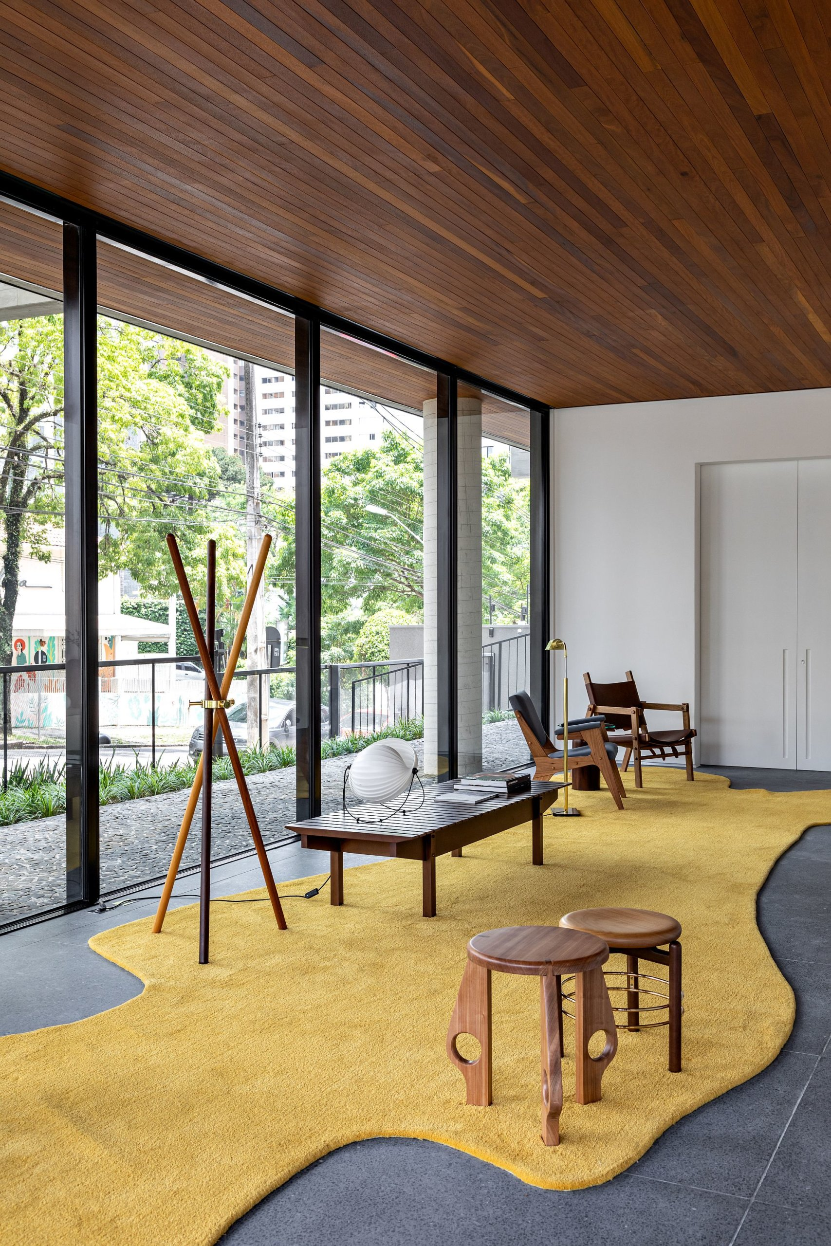 Brilliant-collection-of-iconic-modern-decor-is-showcased-in-the-hall-15224-scaled