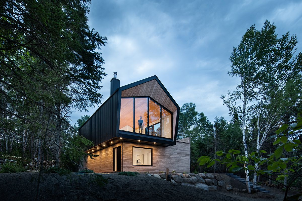 Contemprary-home-in-gray-and-wood-in-La-Malbaie-Quebec-with-captivating-river-views-54981