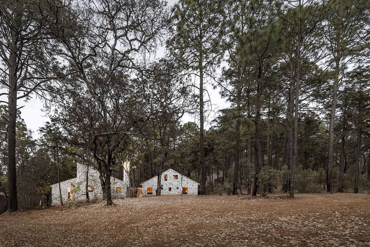 Enchanting-stone-cabins-in-the-woods-that-offer-a-serene-escape-91888