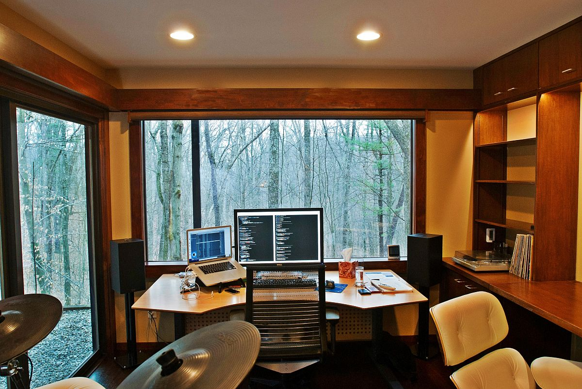 Forest outside becomes a part of this cozy and woodsy home office
