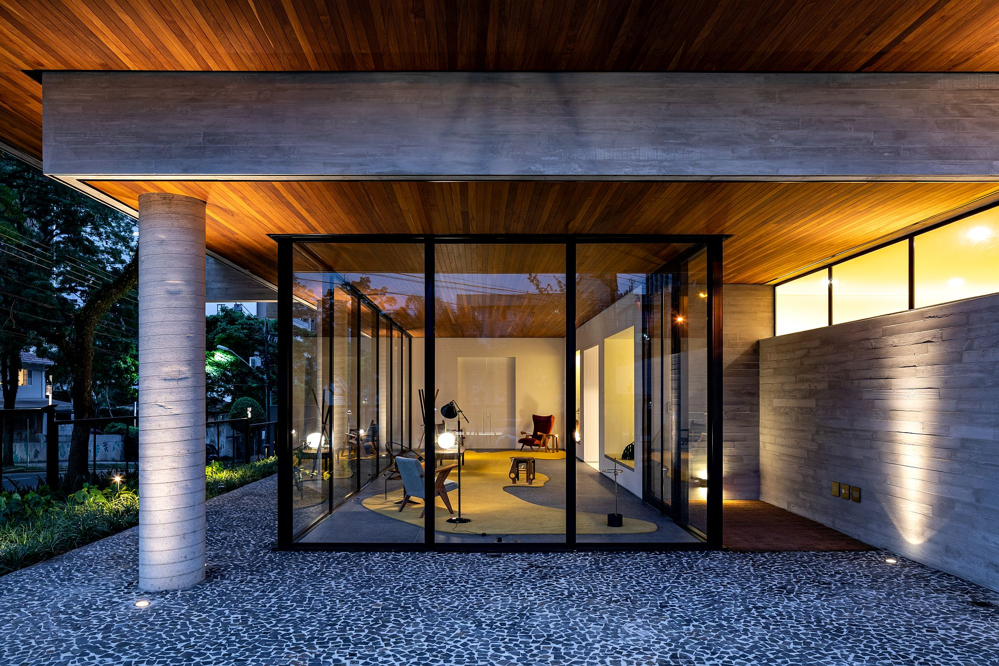 Lighting with recessed and pendant lights take ove after sunset