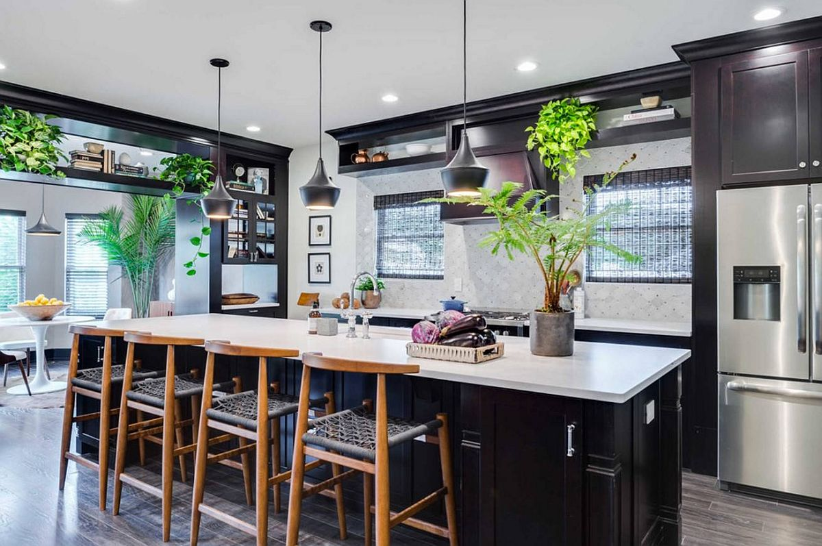 There is absolutely no shortage of greenery inside this contemporary kitchen