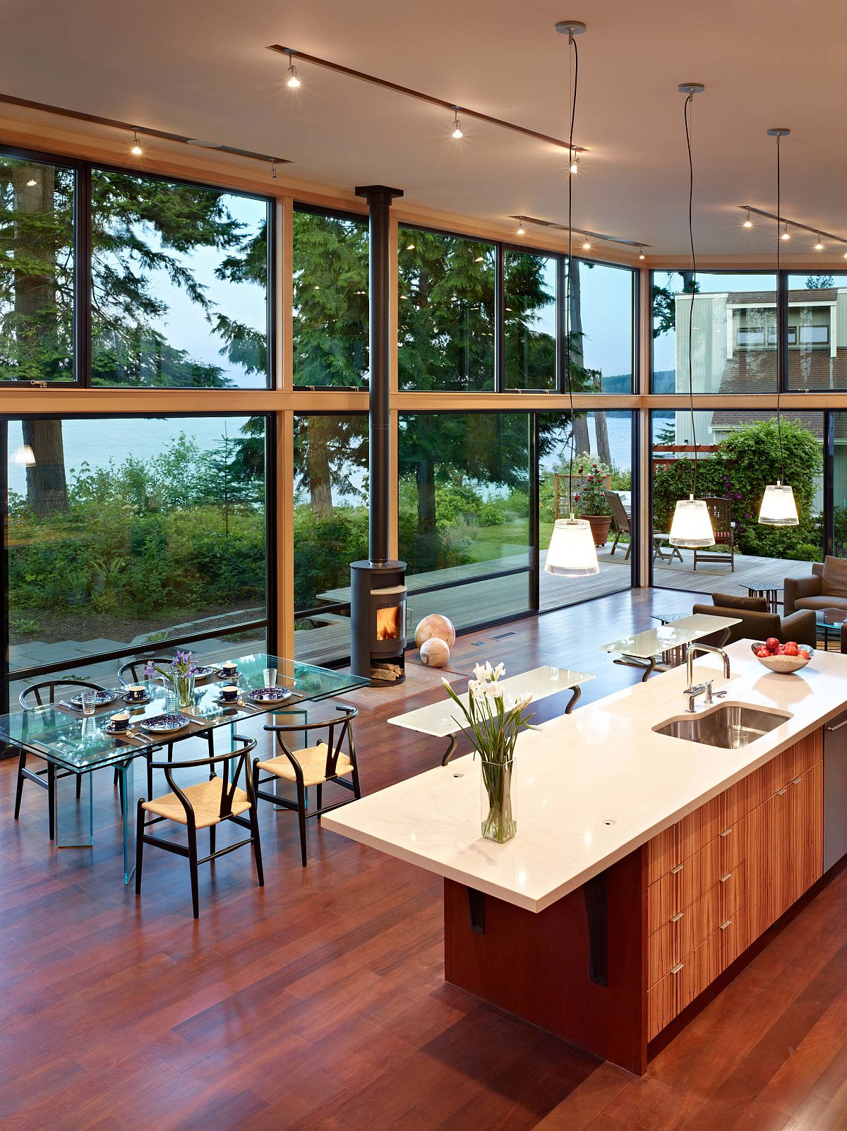 Use-glass-walls-to-usher-in-freshness-and-ample-natural-light-13377