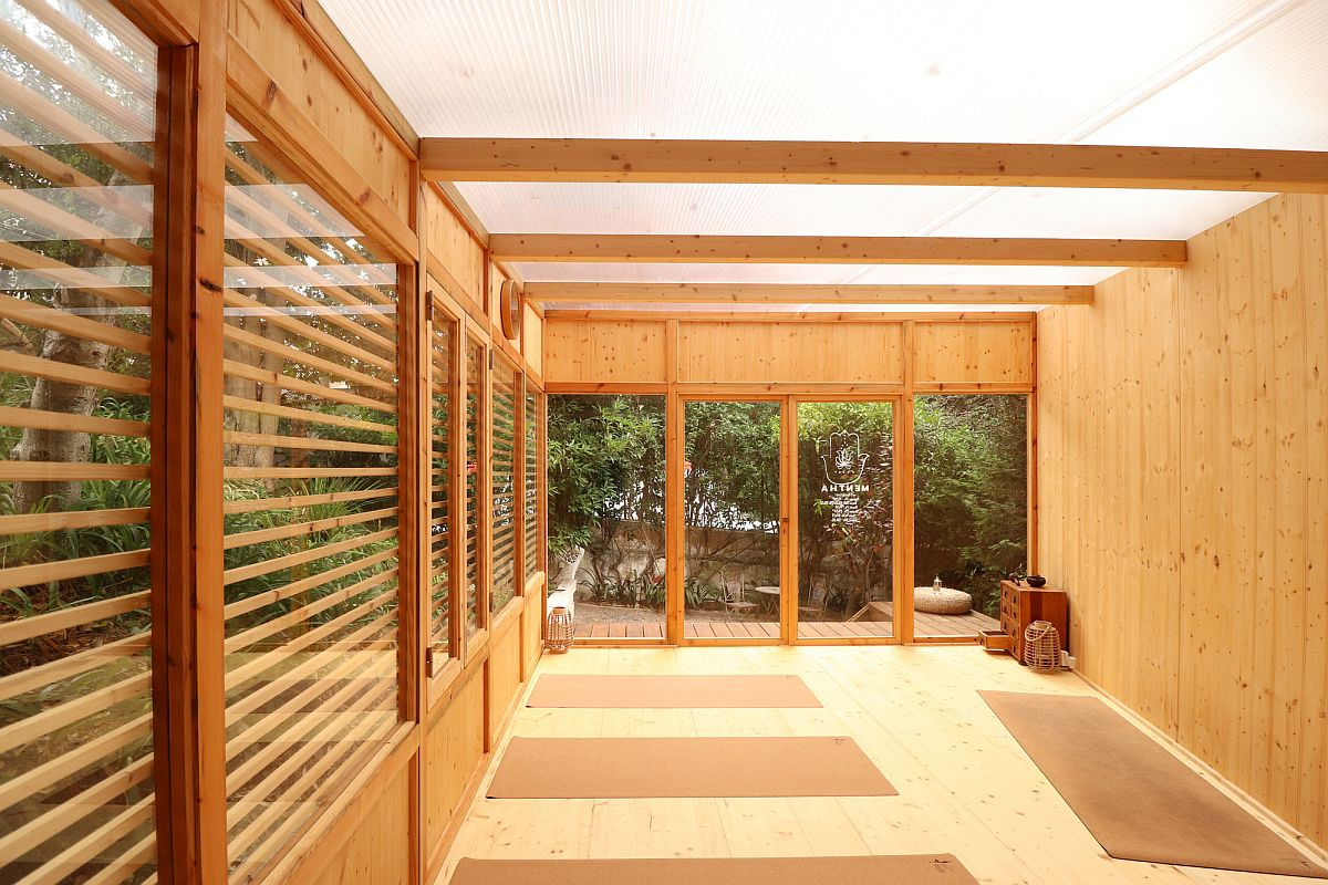 Use of glass brings the gardenscape into the yoga studio