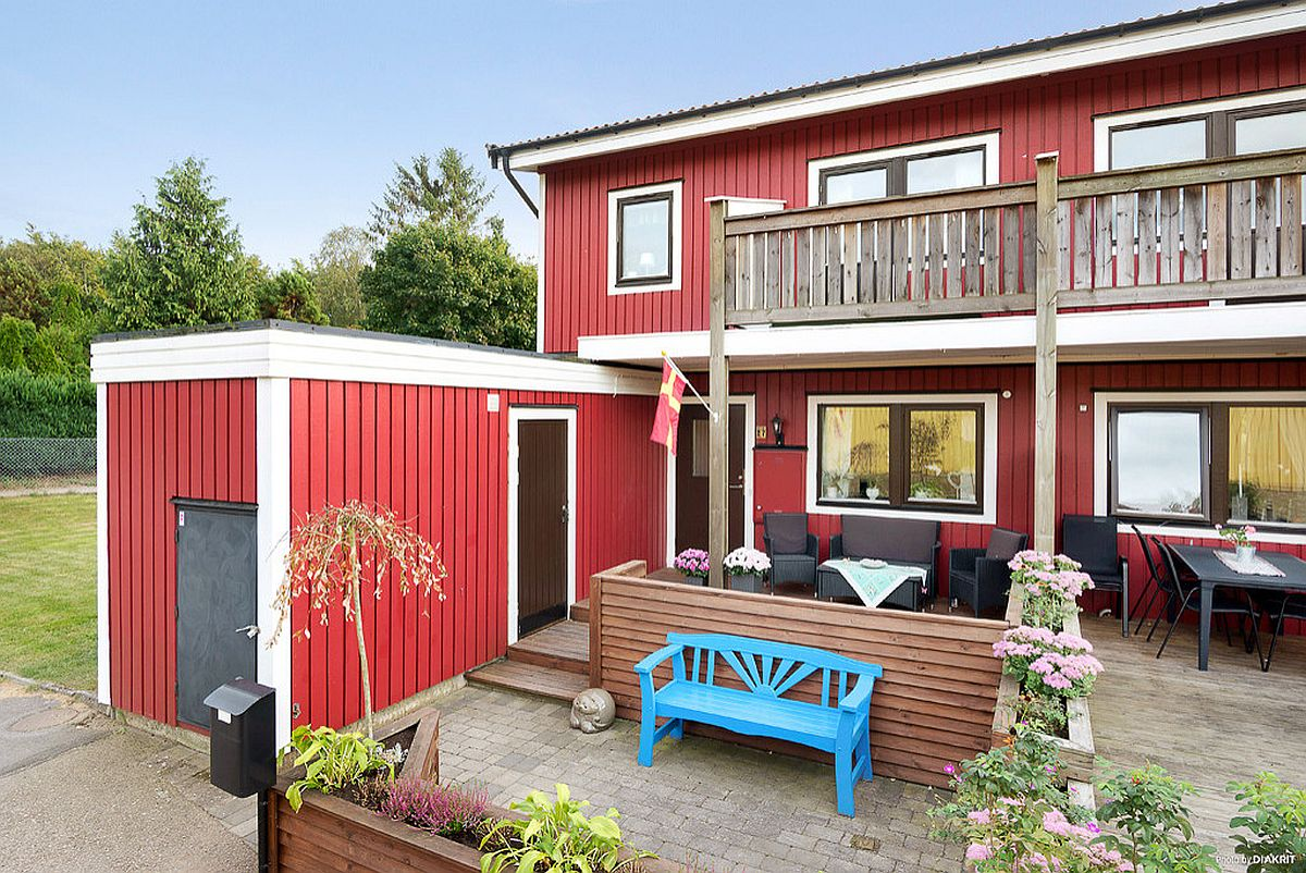 White is the perfect color to bring balance to red and create a charming home exterior